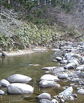 川へ避難…