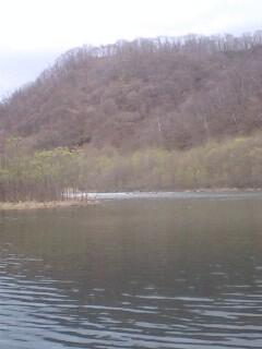 ダム湖にて…