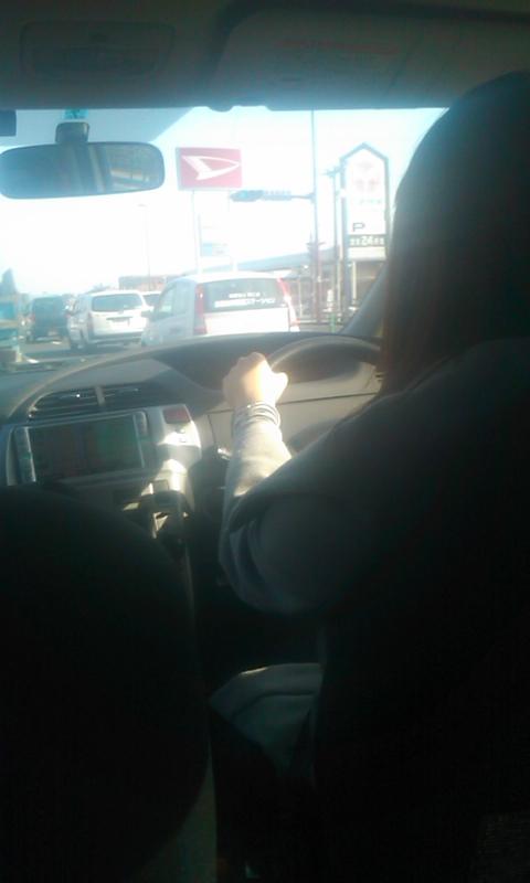 娘の運転で…