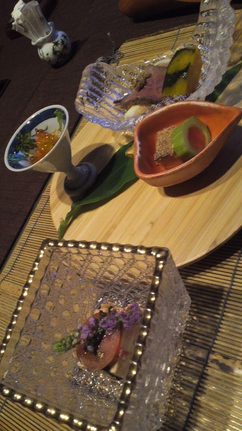 八つ三館の夕食part 1…