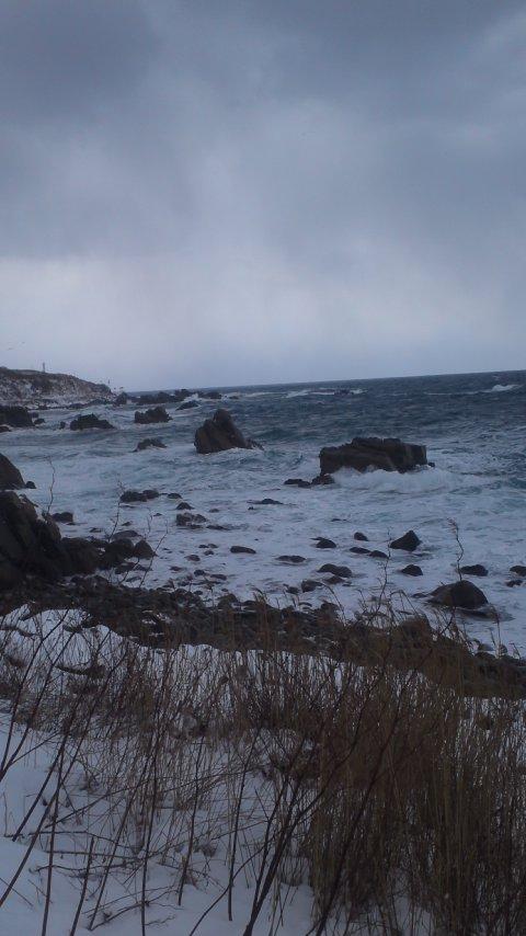 海は大シケ…
